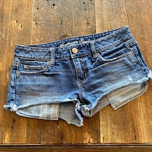 American Eagle 🦅 Distressed Shorts, Size 4